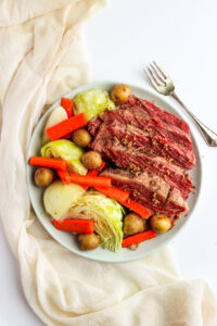 Corned Beef and Cabbage - the classic Irish meal is easy to make and delicious! #irish #stpatricksday
