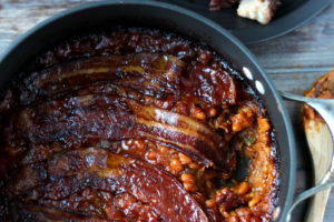Baked Beans with Bacon - thewoodenskillet.com