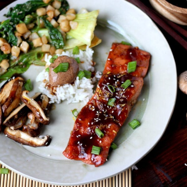 Miso Salmon in Foil with Shiitake Mushrooms and Miso Mayo - thewoodenskillet.com