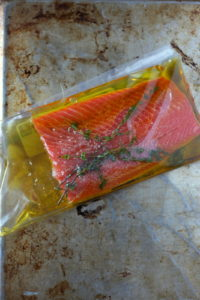 Simple Weeknight Salmon en Papillote - thewoodenskillet.com