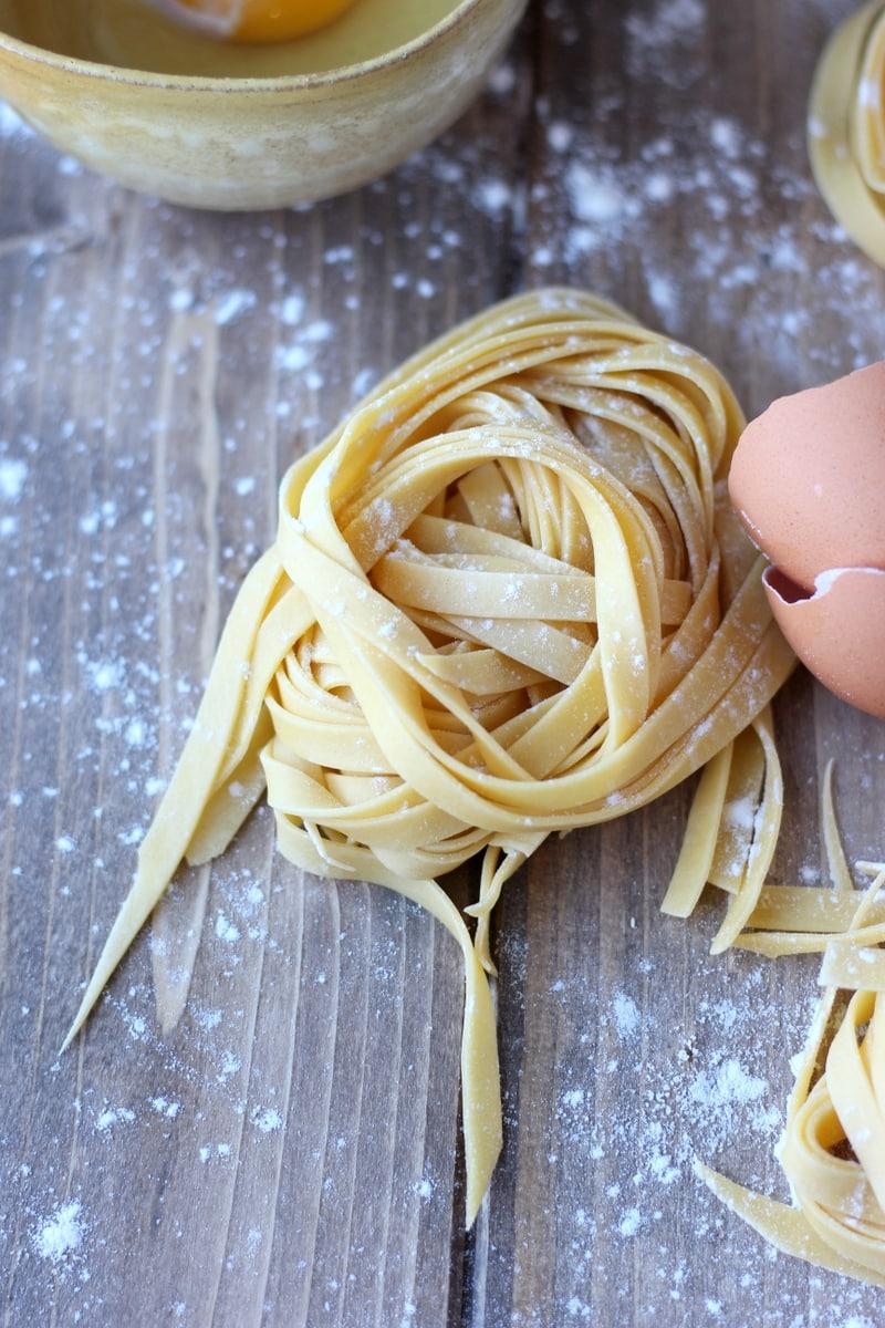 How to make fresh egg pasta - thewoodenskillet.com #pasta