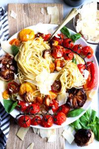 Deconstructed Roasted Garlic Marinara + Fresh Basil - the perfect summer pasta! thewoodenskillet.com