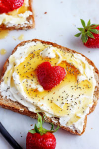 Strawberries and Cream Toast + Chia Seeds - a quick, easy and on-the-go breakfast! thewoodenskillet.com