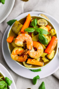 Ultimate Shrimp and Chicken Green Curry (Whole30) - an absolutely delicious lunch or dinner and makes perfect leftovers! #whole30