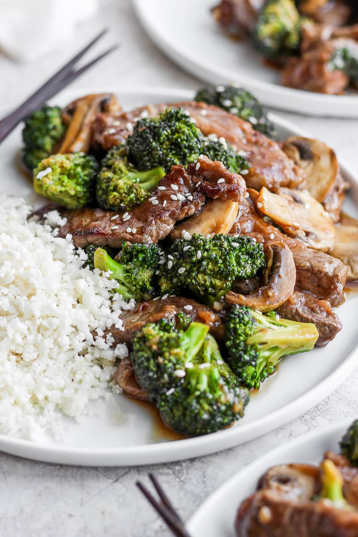 Plate of healthy beef and broccoli.