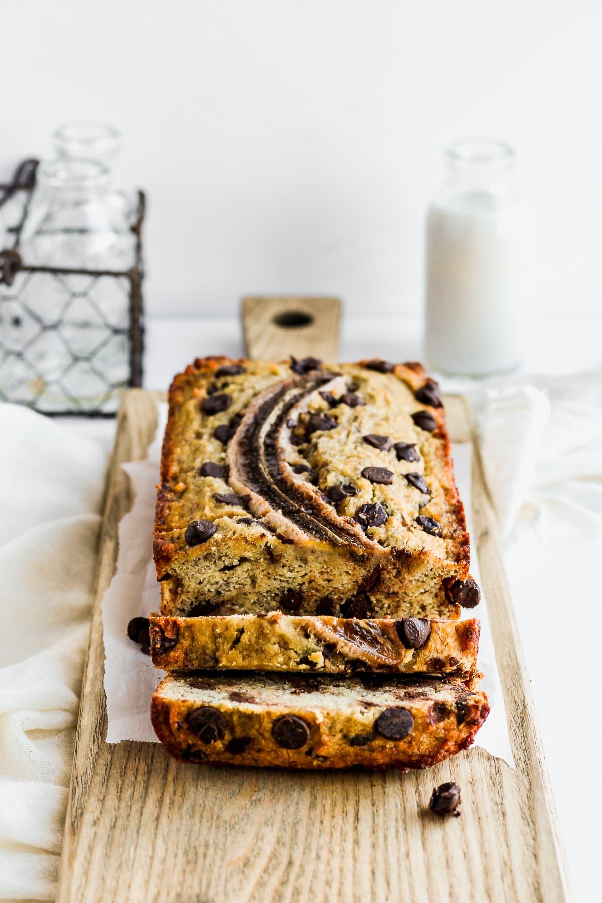 Easy Paleo Chocolate Chip Banana Bread - an easy and delicious paleo banana bread recipe the entire family will love! #bananabread #paleobananabread #glutenfreebananabread #healthybananabread #easybananabread #bestbananabread