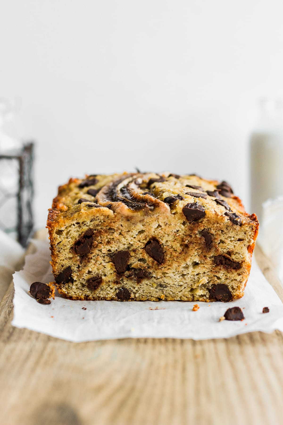 Easy Paleo Chocolate Chip Banana Bread - an easy and delicious paleo banana bread recipe the entire family will love! #bananabread #paleobananabread #glutenfreebananabread #healthybananabread #easybananabread #bestbananabread