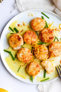Fresh Lemon Butter Scallops - beautiful scallops cooked in ghee and fresh lemon juice. So delicious and easy to make! #whole30 #paleo