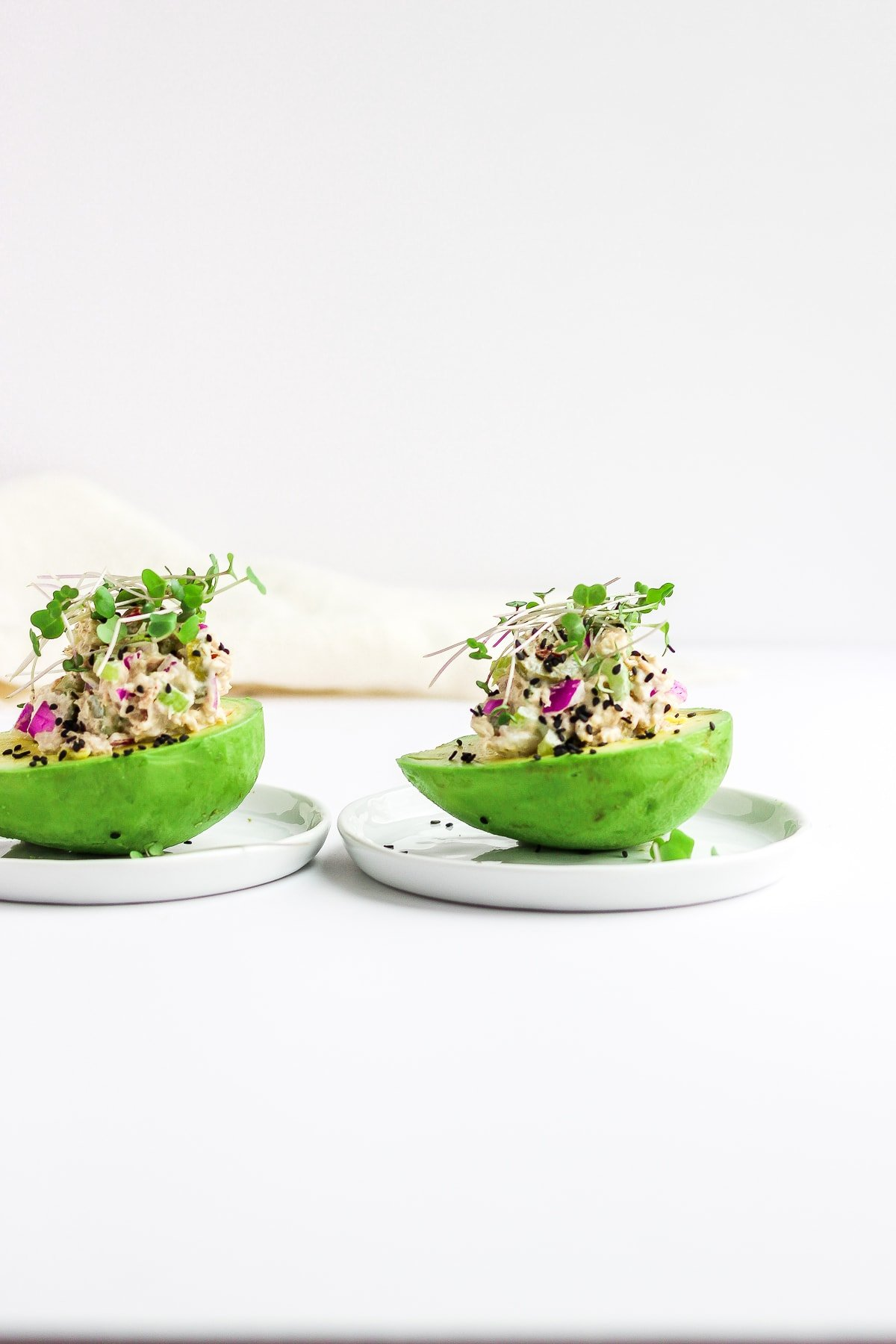 Healthy Tuna Salad - the perfect lunch that can be thrown together in 5 minutes! #healthytunasalad #tunasaladrecipe #easytunasalad #paleolunch #whole30lunch