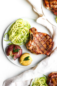Simple Weeknight Sumac Pork Chops - a flavorful and delicious weeknight meal!! #whole30 #porkchops #grilled #sumac