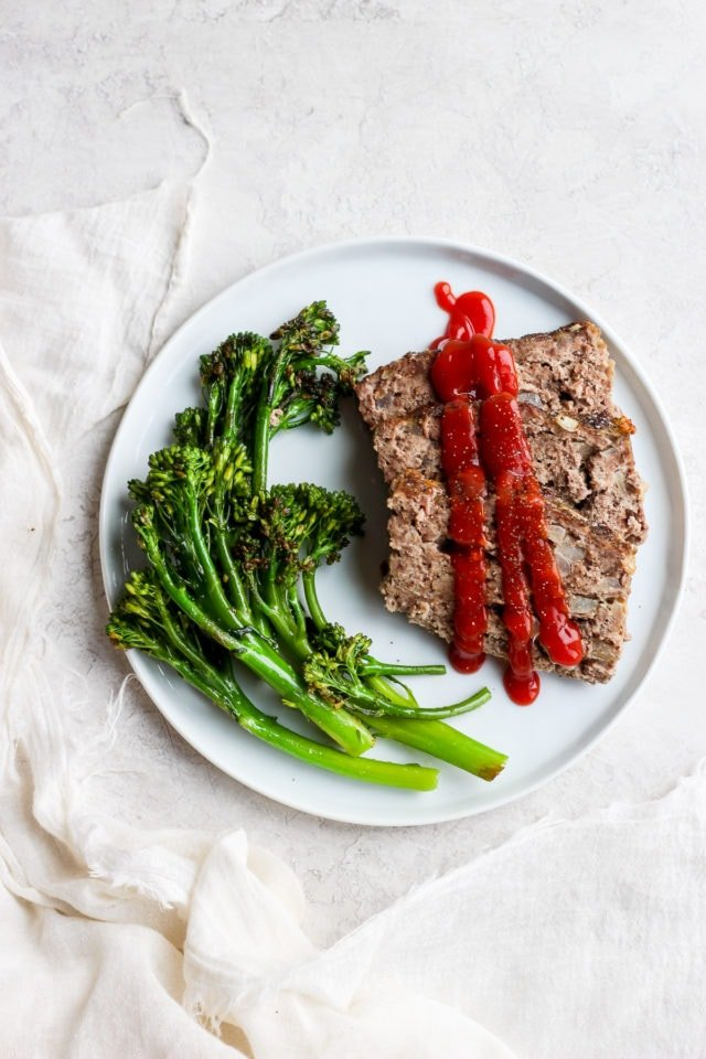 Healthy Meatloaf Recipe (Paleo + Whole30 + Dairy-Free) #whole30 #paleo #healthymeatloaf #weeknightdinner #paleomeatloaf