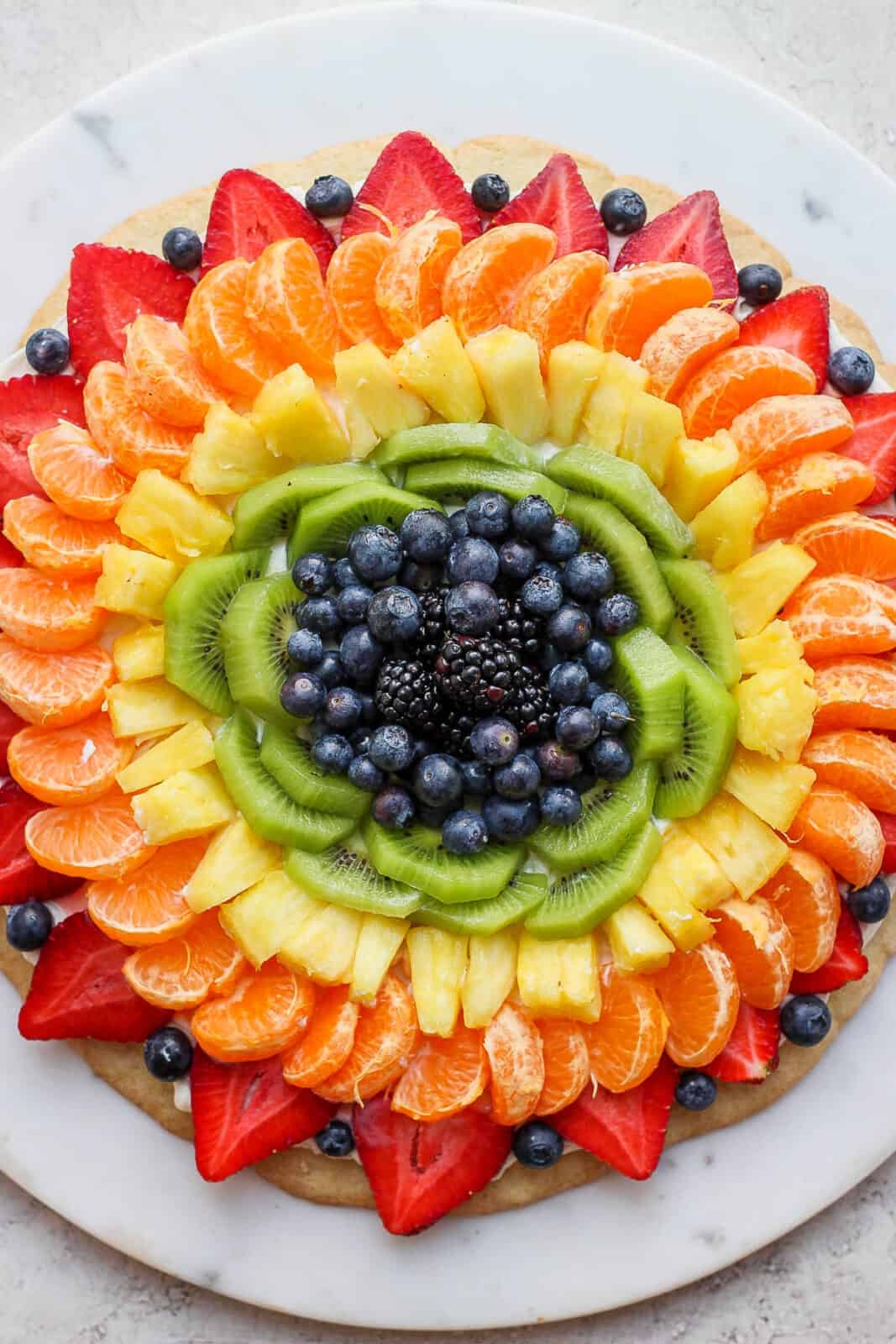 A close-up of a fruit pizza.